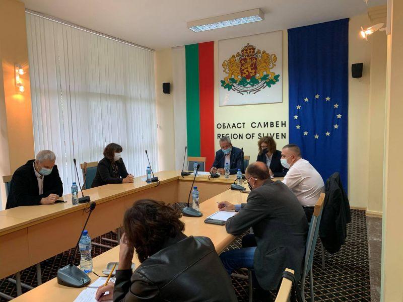 Областният управител Ч. Божурски откри заседанието. Директорът на РЗИ д-р П. Балулова информира за епидемичната обстановка.
