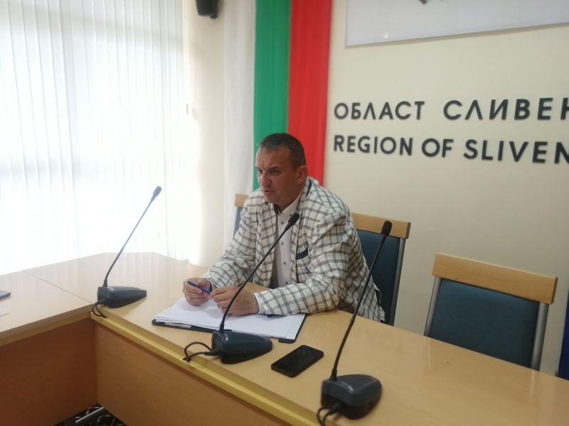Областният управител М. Афузов заяви, че целта на срещата е да се постигне по-добра комуникация между производители и Пазара за плодове, зеленчуци и цветя