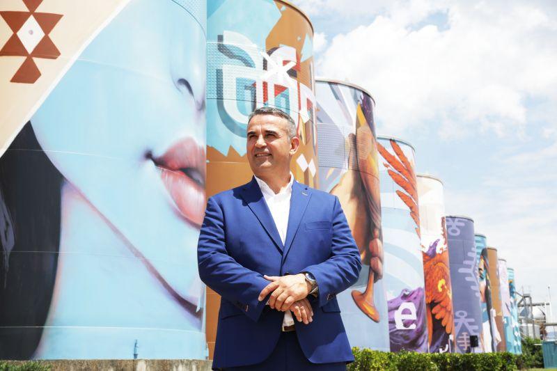Изп.директор на компанията пред графити проекта на Насимо