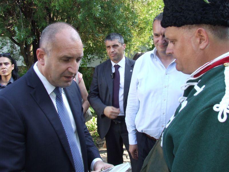 Илиян Михов, родственик на Хаджи Димитър, с президента