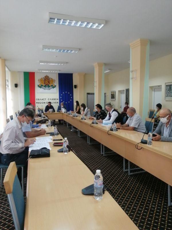 Дори и след дадената почивка участниците не постигнаха консенсус за кандидатурите за зам.председатели