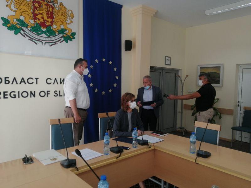 Областният управител Минчо Афузов връчи грамотата на МЗ на управителя на МБАЛ 'Х.Димитър'