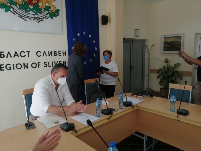 Д-р Балулова връчи грамотата на д-р Ганка Василева