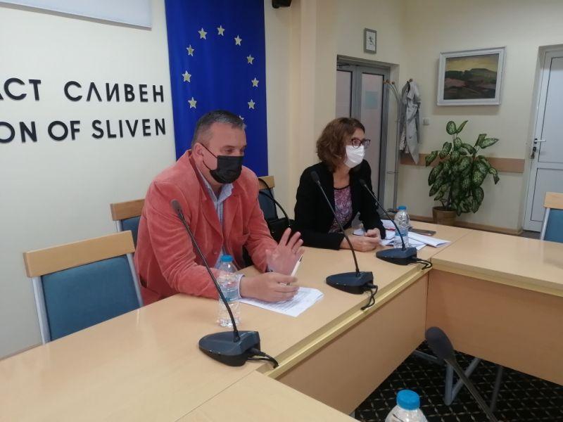 Областният управител Афузов и директорът на РЗИ д-р Балулова