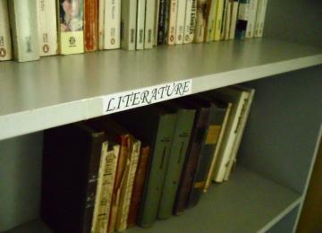 Книгите от дарението са вече на рафтовете в библиотеката