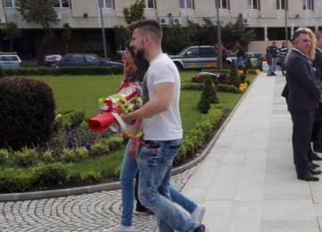 Поднасяне на цветя