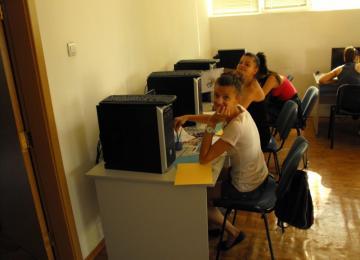 ученици в залата