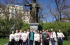Почетен караул пред паметника на Апостола
