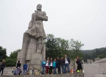 Пред паметника на Ботев
