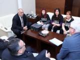 Премиерът Бойко Борисов се срещна в Министерски съвет с представители на майките на деца с увреждания. В срещата участваха министрите Бисер Петков, Кирил Ананиев и Младен Маринов