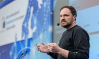Според Сам Джефърс строгите правила за предизборните кампании не важат за социалните мрежи.