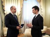 Президентът Румен Радев връчи Почетния знак на държавния глава на маестро Светлин Русев