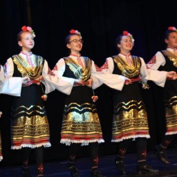 Младежки танцов ансамбъл Браво