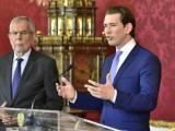 Австриският президент Александър дер Белен (вляво) и канцлерът Себастиан Курц