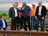 Борисов инспектира полагането на нов железен път по отсечката София - Елин Пелин