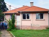 Стефан Радев инспектира ремонтните дейности на здравната служба в село Крушаре