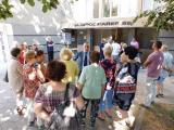 Стефан Радев поздрави жителите на блока за активността им по време на подаването на документите