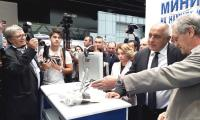 Премиерът Борисов  с интерес разгледа част от експонатите на най-значимата технологична среща на Балканите, която се провежда в Международен панаир Пловдив.