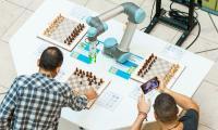 Световна шампионка по шахмат се изправя срещу робот в София