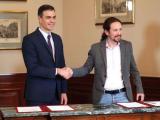 """Премиерът на Испания Педро Санчес и лидерът на лявата партия """"Подемос"""" Пабло Иглесиас"""