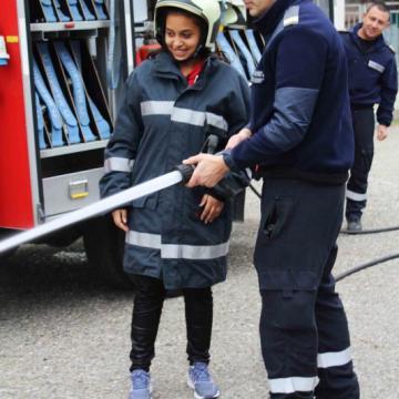 млад огнеборец