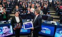 """Дъщерята на Илхам Тохти получава наградата """"Сахаров"""" от името на баща си"""
