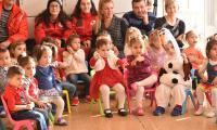 Коледни подаръци за децата от детска ясла №3