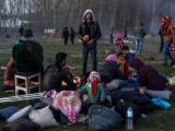 Мигранти в очакване да прекосят турско-гръцката граница. Одрин, 1 март 2020 г.