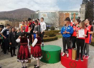 Отборът във възрастова група11-12 клас, спечелил второ място