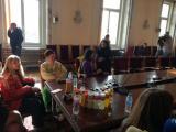 Пет медицински сестри от Синдиката на българските медицински специалисти се барикадираха в НС и твърдят, че ще останат без краен срок. Акцията на сестрите е продължение на подновения на 1 март протест за по-добри заплати, условия на труд и реформи в сист