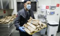 Кухни на Европейския парламент в Брюксел, които са специално отворени за приготвяне и раздаване на повече от 3,000 порции храна на ден на бездомни хора, нуждаещи се и здравни работници, които се борят с епидемията от COVID-19.