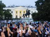 Тълпа протестиращи се опита да събори статуята на бивш президент на САЩ  Андрю Джаксън близо до Белия дом