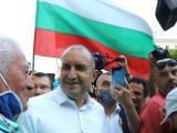 Президентът Румен Радев  сред протестиращите