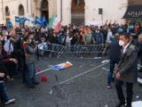 На протеста в Рим срещу ограничителните мерки се стигна до сблъсъци.