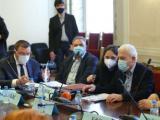 """дравната комисия към Народното събрание прие искането на БСП, с което се възлага на Министерския съвет """"да предприеме всички необходими действия, за да осигури достъп до руската ваксина """"Спутник V""""."""