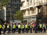 Протестиращите са разделени от органите на реда