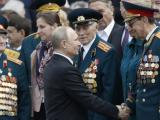 Президентът на РФ Владимир Путин и ветерани от ВОВ