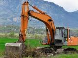 Продължават дейностите по почистване на участъци от храсти и изсъхнали клони от общинската пътна мрежа