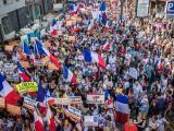 Хиляди излязоха за пети пореден уикенд по улиците на Париж да протестират срещу ваксинационните сертификати