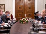 Среща на Румен Радев с еврокомисаря по съседство и разширяване Оливер Вархеи (вляво) Снимка: press@president.bg