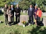 Посланик Тихомир Стойчев и представители на българското посолство поднесоха цветя на гроба на първия пълномощен министър на България в САЩ Стефан Панаретов /1853 – 1931 г./