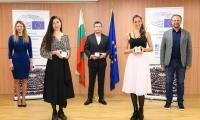Българските лауреати на Гражданска награда на Европейския парламент за 2020 и 2021 г. получиха отличията си от Цветелина Пенкова, член на ЕП и на националното жури за 2020 г., и от Теодор Стойчев, ръководител на Бюрото на ЕП в България.