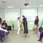 Надежда Захариева награждава участниците в конкурса